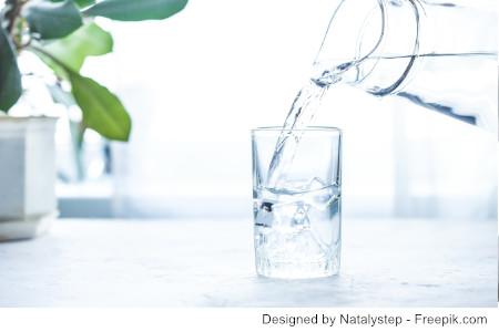 wasserglas mit Trinkwasser - Habe ich Aluminium in meinem Wasser ?